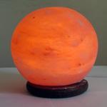 Соляная лампа  на деревянной подставке SLBL-28M