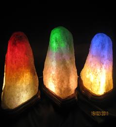 """Соляная лампа  """"Скала"""" на деревянной подставке в ассортименте - все виды (с обычной лампочкой и цветные): от 1 до 10 кг"""